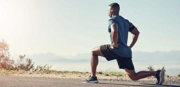 runner-doing-lunges