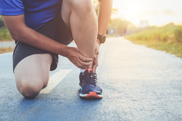runner experiencing foot pain